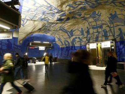 这个城市的地铁站竟然也弄得满满的文艺范