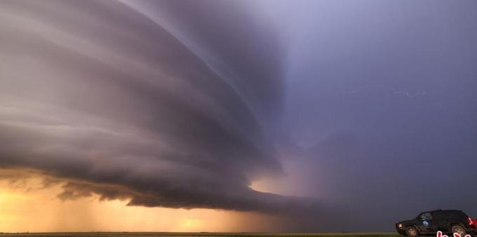 摄影师拍风暴前夕 震撼景象展示的壮美