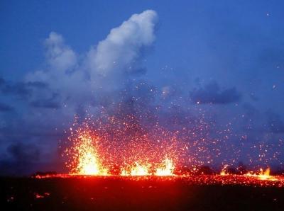 夏威夷火山周边已有19条裂缝 不断冒出有毒气体
