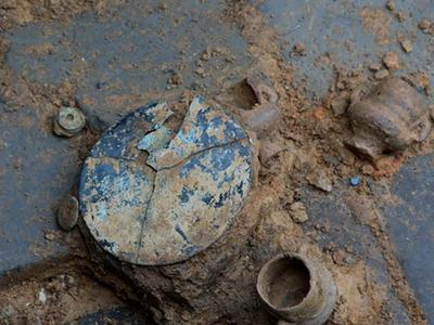 四川青神發現宋代家族墓群 出土銅鏡酒杯等文物